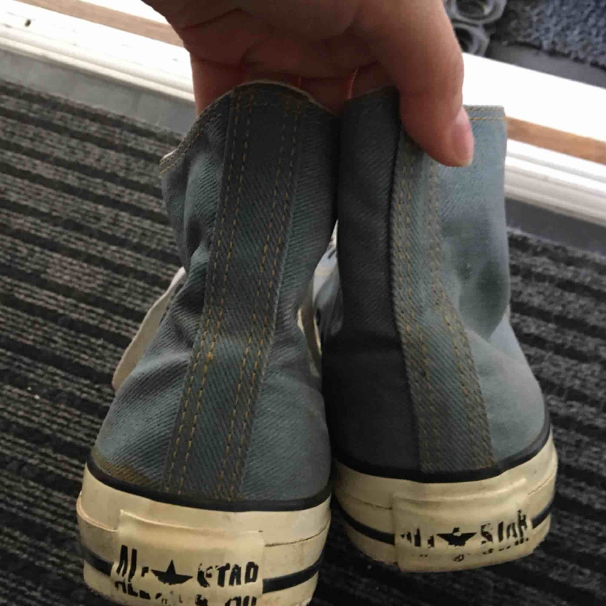 Coola Converse i 'jeans<3 strl 39.5 och mycket sparsamt använda!! . Skor.