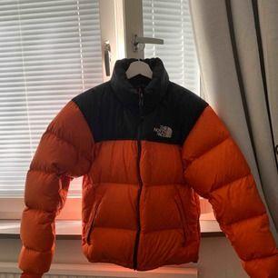 TNF Nuptse  Jacket 8/10   Oversized fit   Passa på att fynda fetaste vinterjackan nu för ett billigt pris  Kan sänka priset vid snabb affär