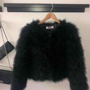 Säljer min älskade dream jacket som jag tyvärr endast använt några fåtal gånger. I väldigt fint skick. Nypris är är 1400. Tar endast swish å frakt tillkommer. Kram