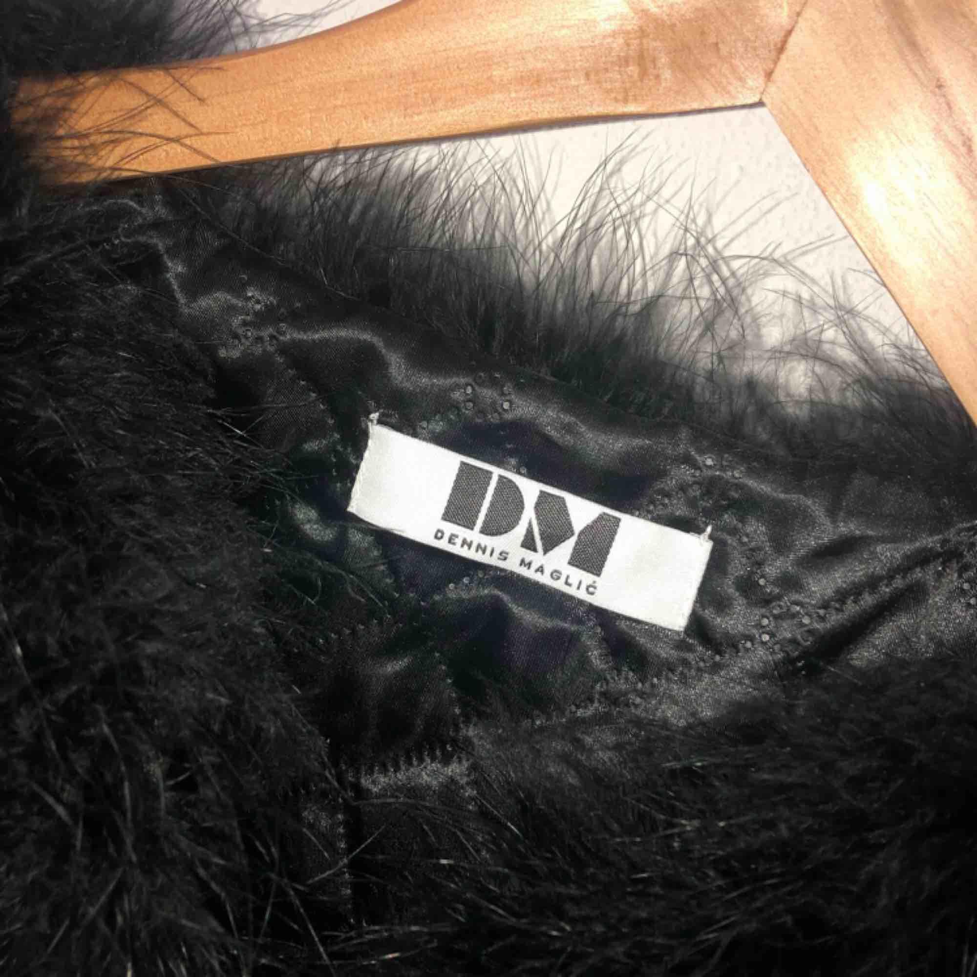 Säljer min älskade dream jacket som jag tyvärr endast använt några fåtal gånger. I väldigt fint skick. Nypris är är 1400. Tar endast swish å frakt tillkommer. Kram. Jackor.