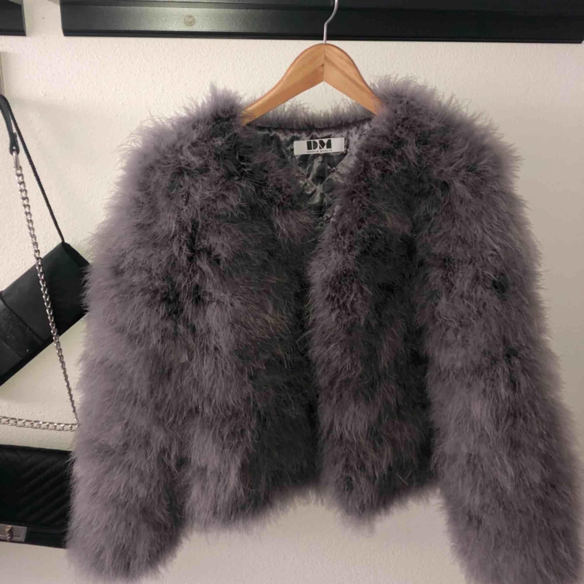 Säljer ännu en dream jacket (hihi) eftersom jag tyvärr inte haft möjlighet att ha på mig den så mycket. Nästan inte använd alls, och är därmed i fint skick. Nypris 1,4. Tar endast swish å frakt tillkommer. Xoxo. Jackor.