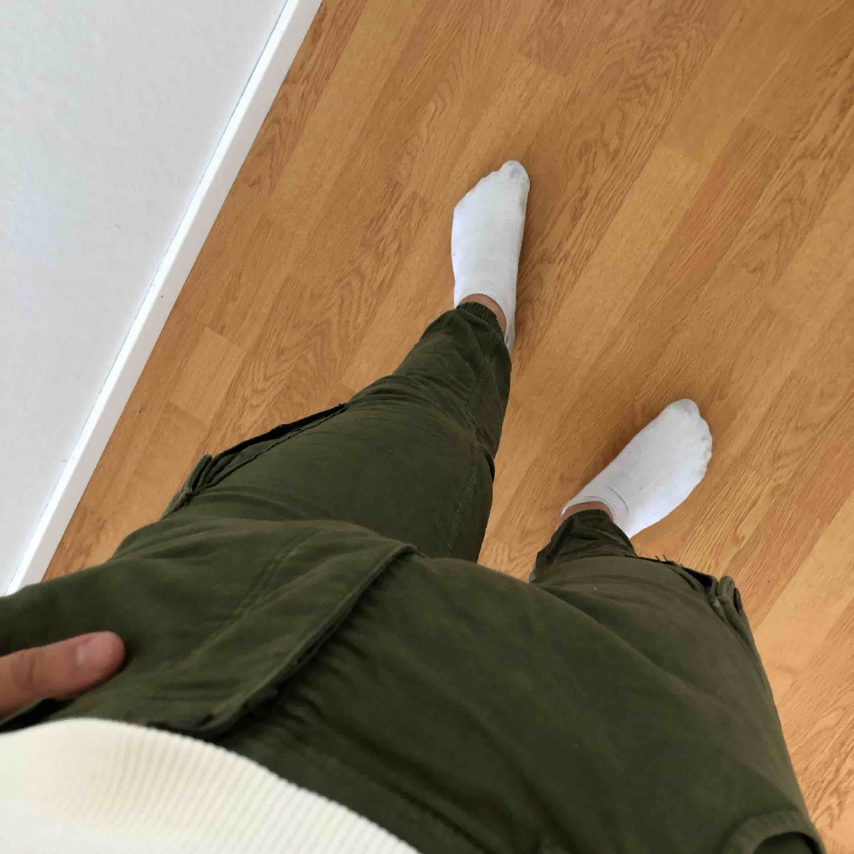 Gröna byxor i cool modell.. Jeans & Byxor.