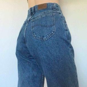 Så snygga vintage lee jeans i en somrig blå färg ➭ frakt på 50 kr tillkommer
