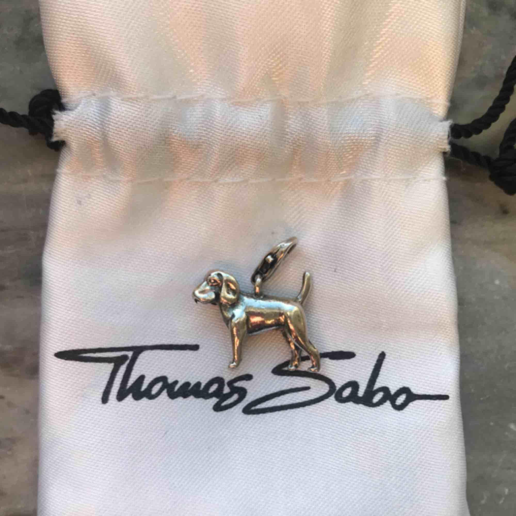 Hundberlock från Thomas Sabo. Accessoarer.