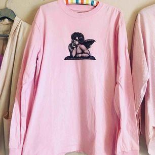 Rosa tröja med ängel/vingar tryck från Stay (Carlings)