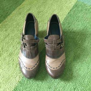 Snygga skor från Tamaris. Lagom höga så sköna att använda hela dagen.