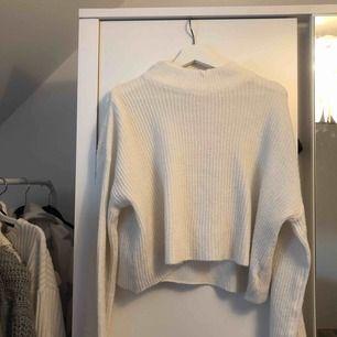 Stickad tröja med utsvängda armar👍🏽 du står för frakt