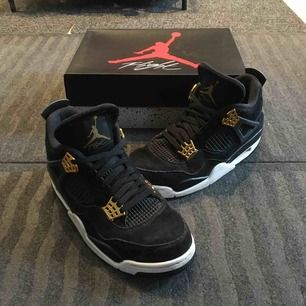 "Air Jordan 4 ""Royalty""   Pre-owned. condition: 9/10, the soles are a little dirty but the shoes are perfectly intact.  With box and receipt (Footlocker Italia)."