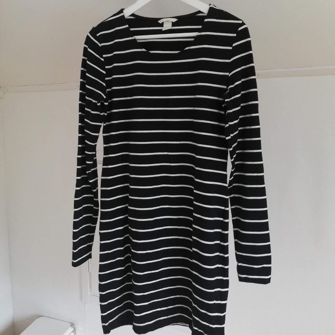 Svartvit-randig klänning från h&m! . Klänningar.
