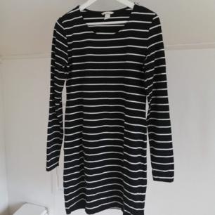 Svartvit-randig klänning från h&m!