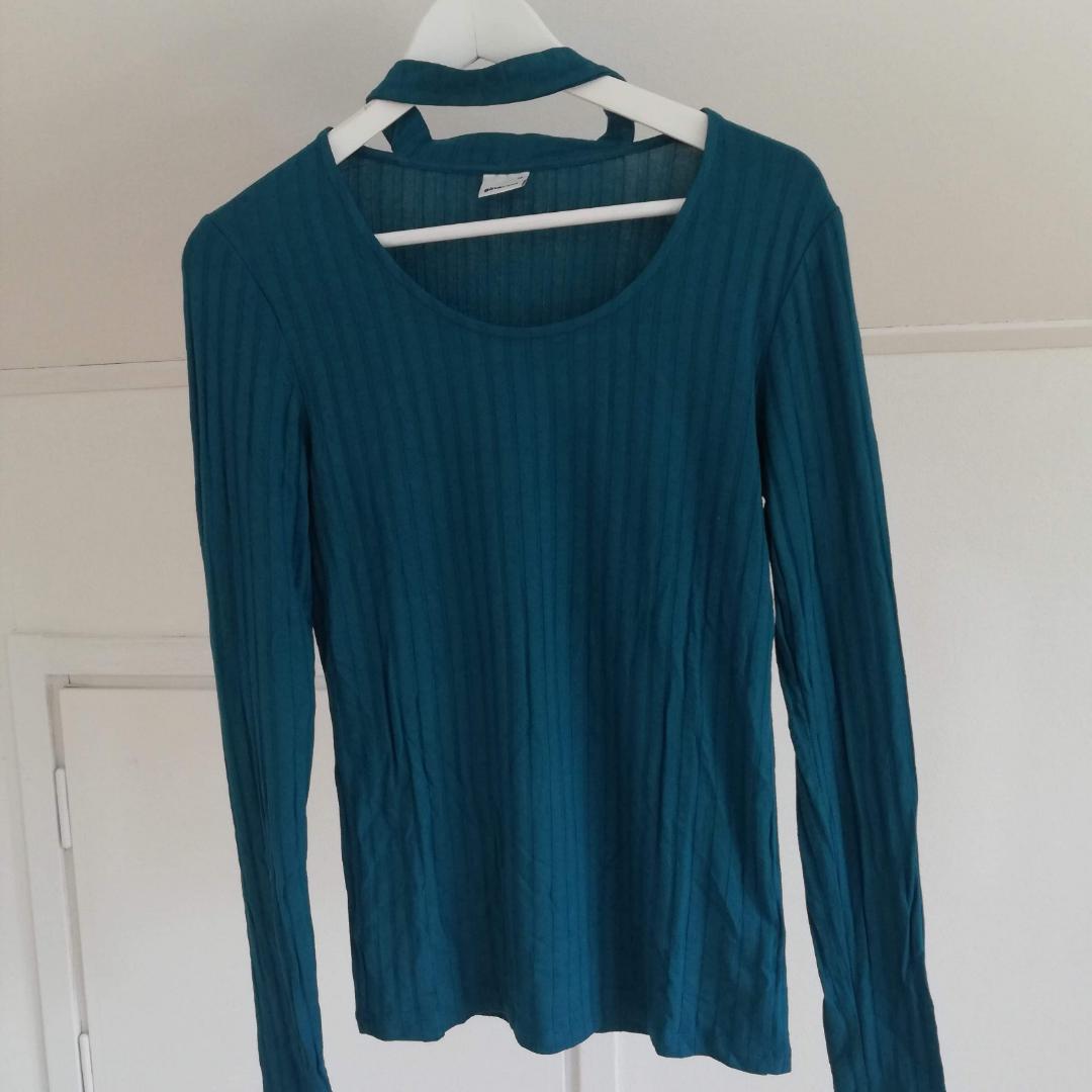 Långärmad tröja från Gina Tricot, mer grönblå i verkligheten! . Toppar.