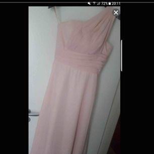 Rosa balklänning fest klänning lång klänning använd 1 gång  storlek M och S passar för båda.  Finns i Västerås att hämta eller postas och köparen står för frakten.