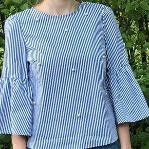 Jättefin tröja från Zara! Säljer pga att den inte kommit till användning. Inköptes för 300 kr. Köparen står för frakt 💕