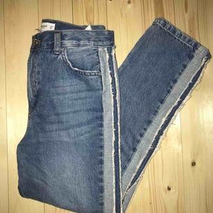 Jeans från mango storlek 34, men säljer pga stora i storleken. Jag brukar vanligt vis ha st 34. Därför har jag endast provat dom. Köparen står för frakten och betalningen sker via swish.