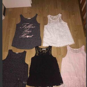 Barnkläder i väldigt bra skick, alla fem tillsammans säljs för 125.