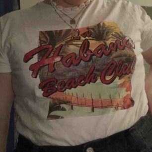 Jättefin somrig T-shirt från mango. Köparen står för frakt eller möts upp i Gävle