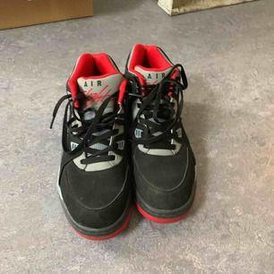 Nike air flight sneakers, i mycket gott skick.  Finns att hämta i spånga eller frakt.