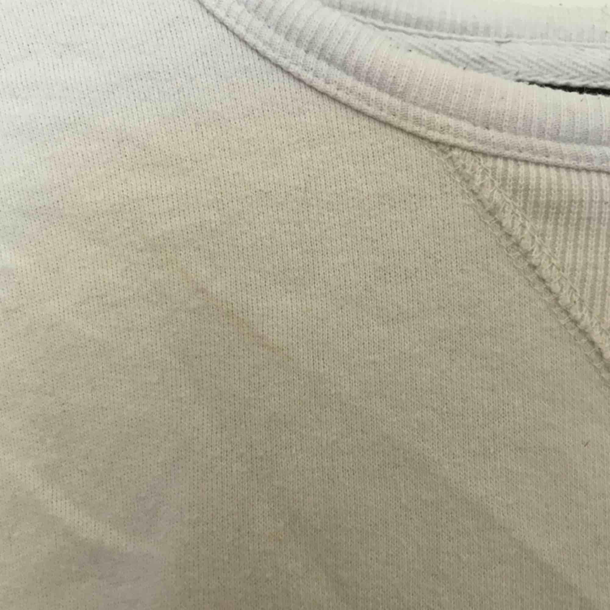 sweatshirt från crocker med slitet tryck (det ska va så), är i begagnat skick & har en liten fläck (se bild 3) därav priset, +40-55kr frakt, hör gärna av er om ni har frågor eller vill ha fler bilder🖤 . Huvtröjor & Träningströjor.