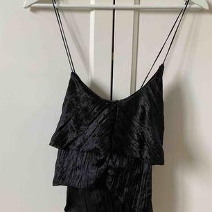 Fint linne köpt från gina tricot för längesen, använt kanske 1 gång:) 100% polyester Köparen står för frakten!
