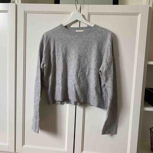 Stickad tröja från H&M i storlek XS Köparen står för frakt!