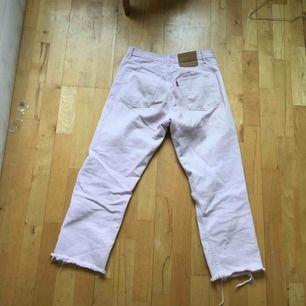 Rosa Levis 501 jeans i s/m  En fin vintage syn på dom,