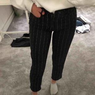 Ett par extremt sköna jeans ifrån pac sun. Använda men i väldigt bra skick!