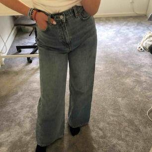 Helt nya och oanvända Ace jeans ifrån Weekday. Skitnygga men tyvärr för stora för mig. Väldigt sköna, original pris 500kr