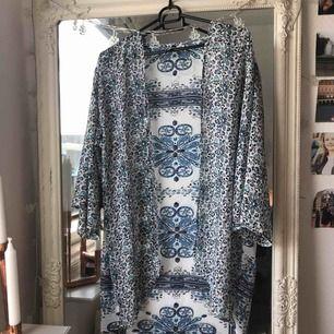 Genomskinlig kimono. Jättefin nu till våren och sommarn. Köparen står för frakten ☺️
