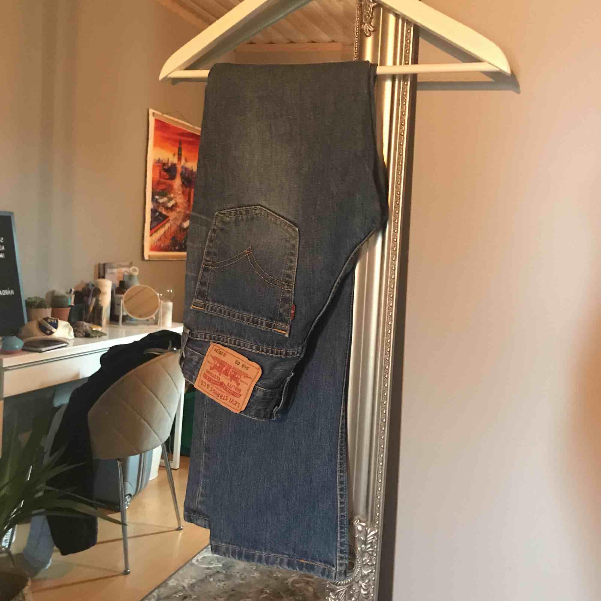 Snygga Levis jeans bootcut! Tyvärr för små för mig:( Köparen står för frakt⭐️. Jeans & Byxor.