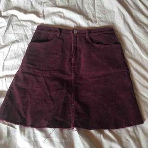Manchester kjol från Brandy Melville, aldrig använd Köparen står för frakt ⭐️