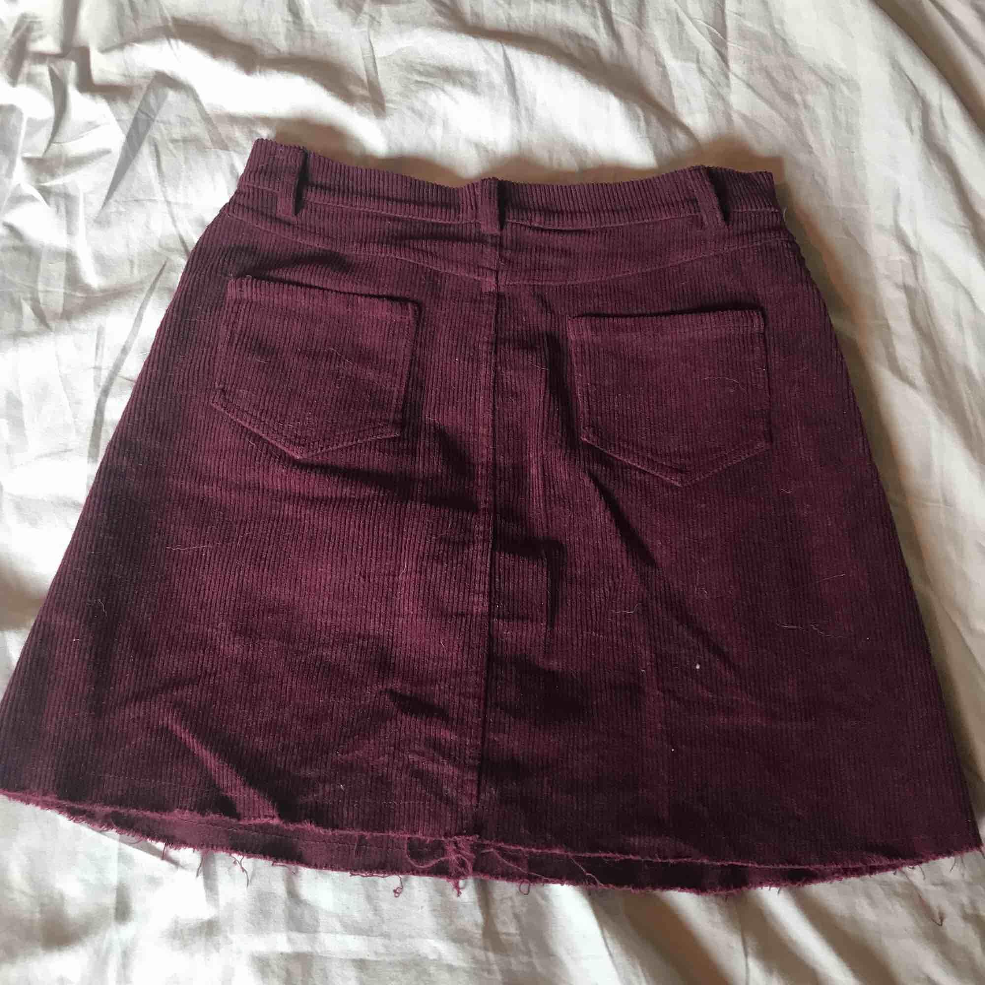 Manchester kjol från Brandy Melville, aldrig använd Köparen står för frakt ⭐️. Kjolar.