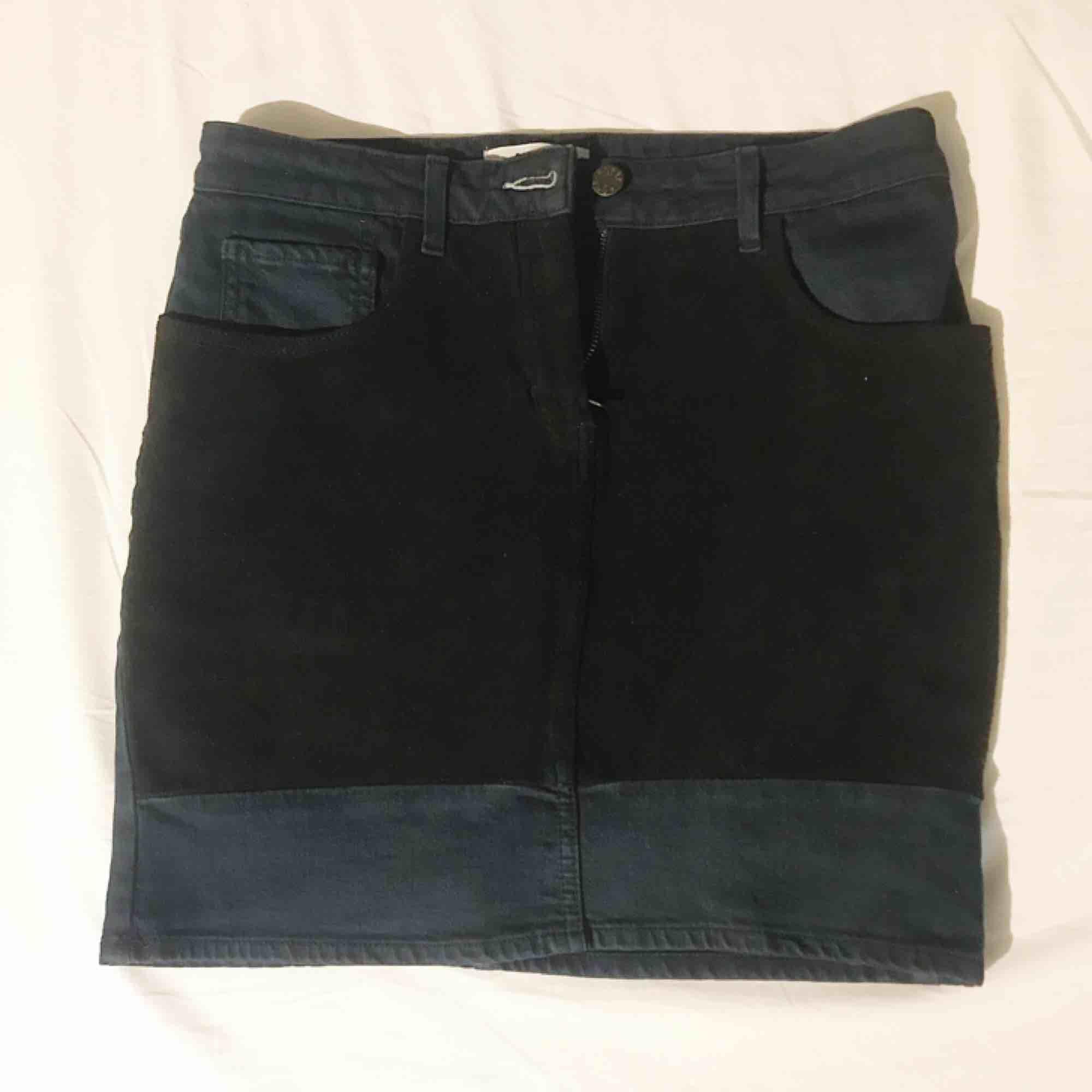 "Jeans/mocka-kjol från Acne ""rider skirt/desert night"" i storlek 40 (mer som en 38) frakt tillkommer ✨. Kjolar."