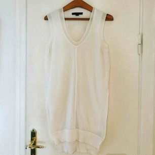 Vitt as ballt linne/klänning med skärningar och cool design från Alexander Wang. Nypris 1700:- och knappt använt= KAP