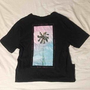 T-shirt från h&m, endast provad för bilden. Första bilden är baksidan. Frakt tillkommer