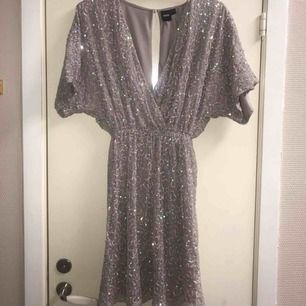 Helt oanvänd glitter klänning från Topshop
