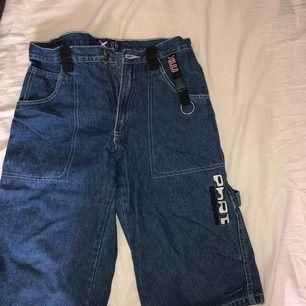Trekvarts jeans, storlek 158 i barnstorlek, är som en XS