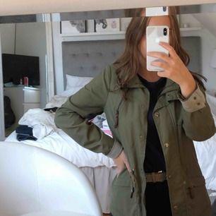 Militärgrön jacka från vero Moda