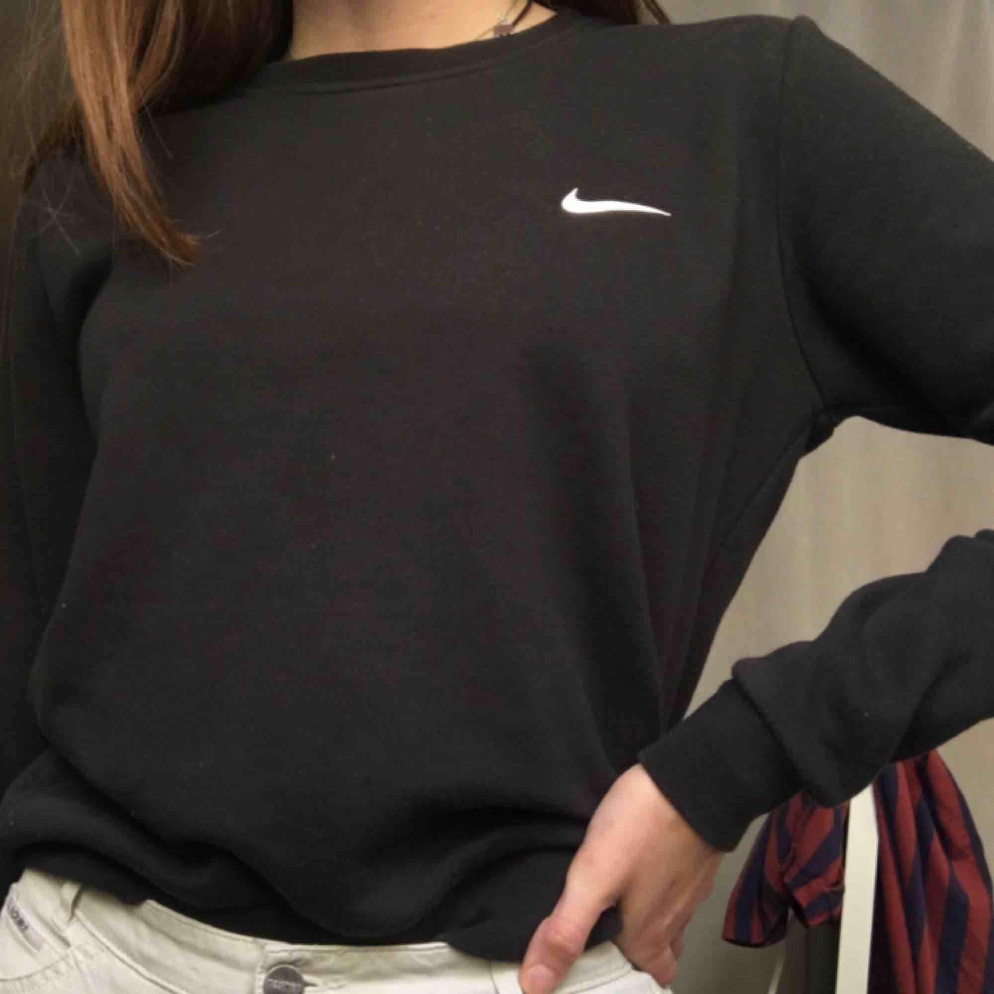 Nike sweatshirt Bra skick. Huvtröjor & Träningströjor.