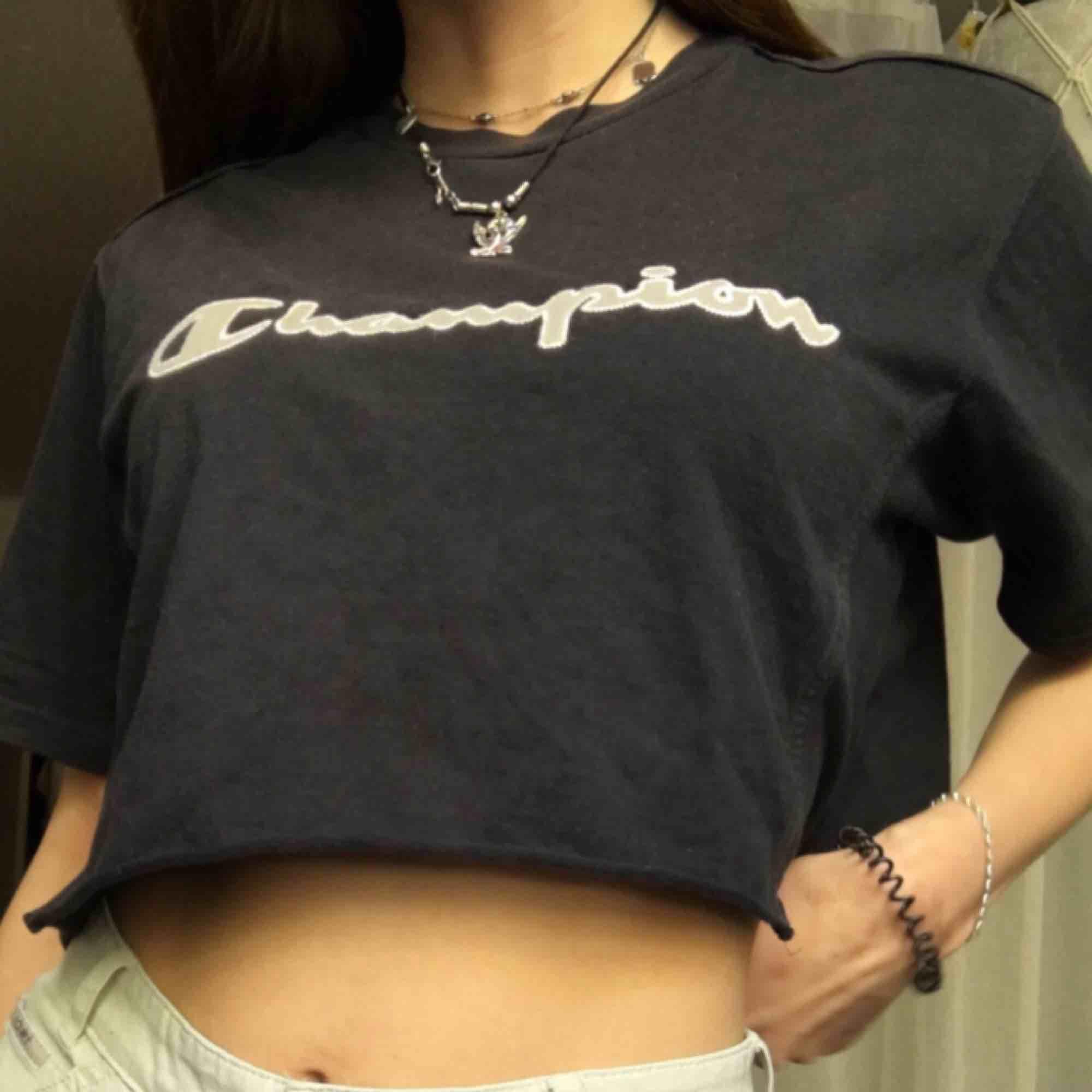 Champion croppad T-shirt bra skick. T-shirts.