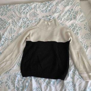 Mysig stickad tröja från Monki! Kan mötas upp i Stockholm annars betalar köparen frakten.