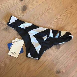 Bikini trosor svart/vita med färgglada detaljer. Säljer dom då dom är för små för mig. Helt nya med prislapp o allt