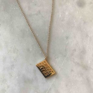 Guldigt trendigt halsband  ⚡️⚡️⚡️