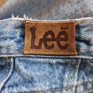 Lee jeans som passar mig som är 169 och har stl s, momjeans fit med slitning p knäet  Ställ gärna frpgor❤️