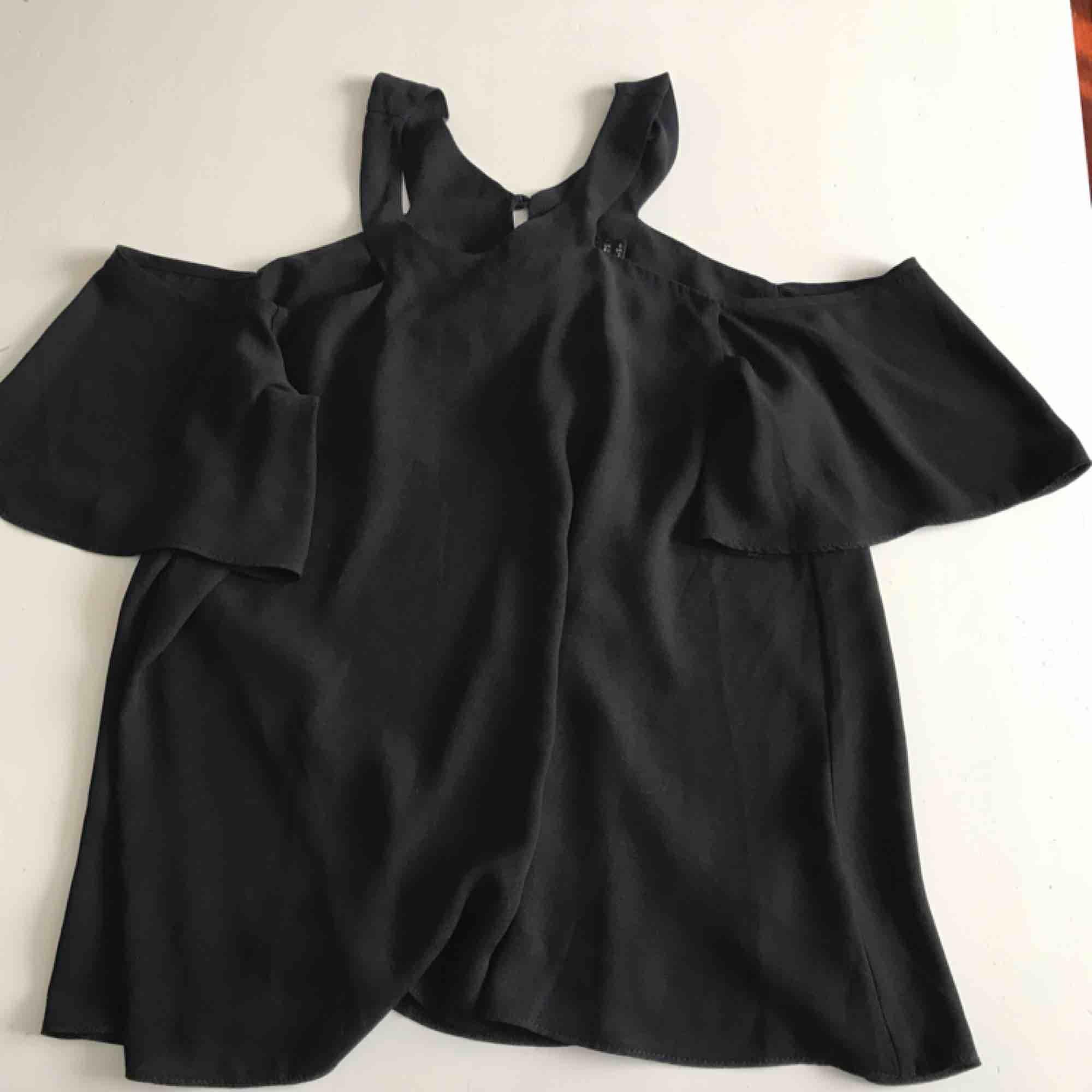 Fin tröja till sommaren🥰 Inga fel, köpt på asos . Blusar.