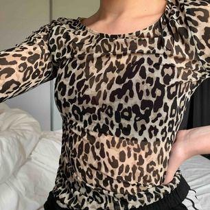 Riktig snygg leopard tröja, genomskinlig. Som nyskick! Frakt tillkommer