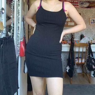 Klänning från weekday, för liten på mig använd typ 2 gånger! Slutsåld 💖