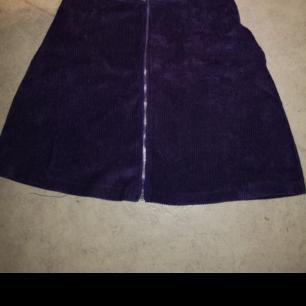 Säljer nu en lila kjol i manchester. (tunnt material)   S, men mer som Xxs. Finns i Skövde!