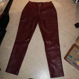 Säljer dessa byxor som ej passar mig. Jag har storlek M och byxorna är i storlek M men är för små så dom passar nog en med storlek S. Finns i Skövde!