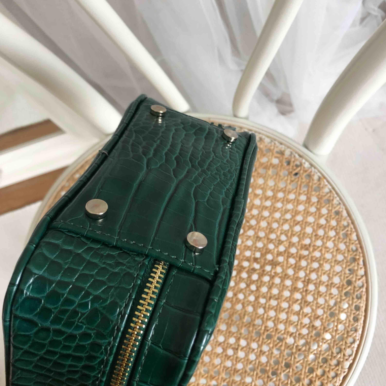 Snyggaste väskan från zara. Älskar den men får aldrig användning för den. Använt någon enstaka gång bara.. Väskor.