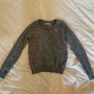 Abercrombie and Fitch stickad tröja, barnstorlek men passar XXS/XS